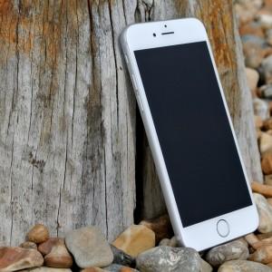 Sa-mi iau telefon nous au sa-mi iau un display iPhone 6 la pret bun?